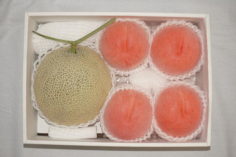 北海道赤肉メロン&山梨の光センサー桃の詰合せ【お中元2018】